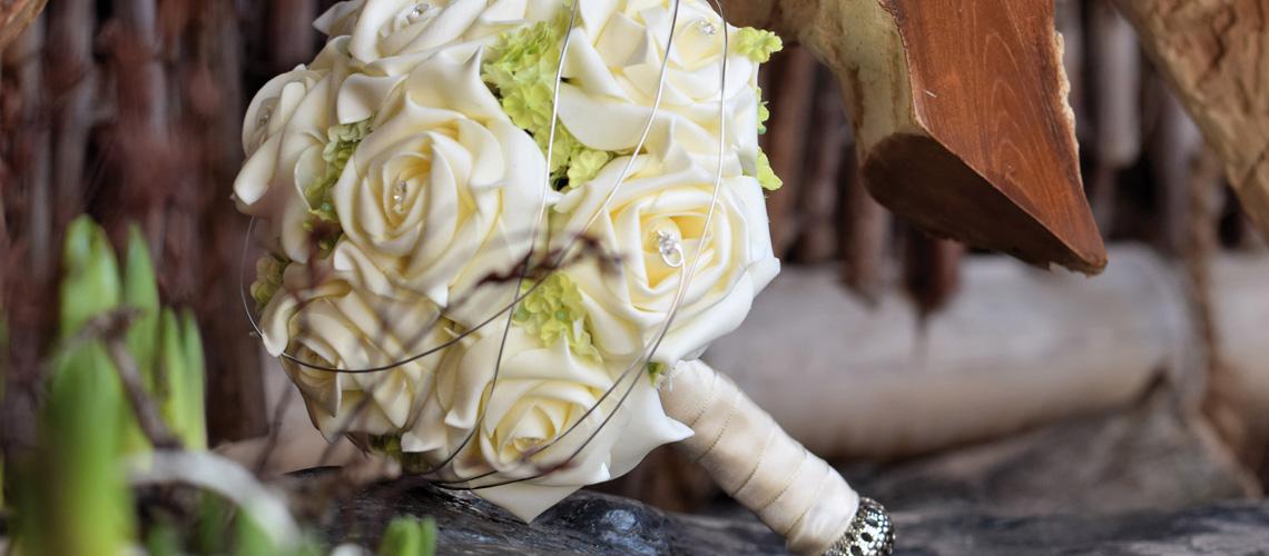 Künstliche Brautsträuße